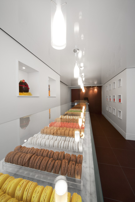 c3studio par mario painchaud-la maison du macaron-design interieur-pâtisserie-commercial-boutique-mobilier sur mesure-renovation-minimaliste-17